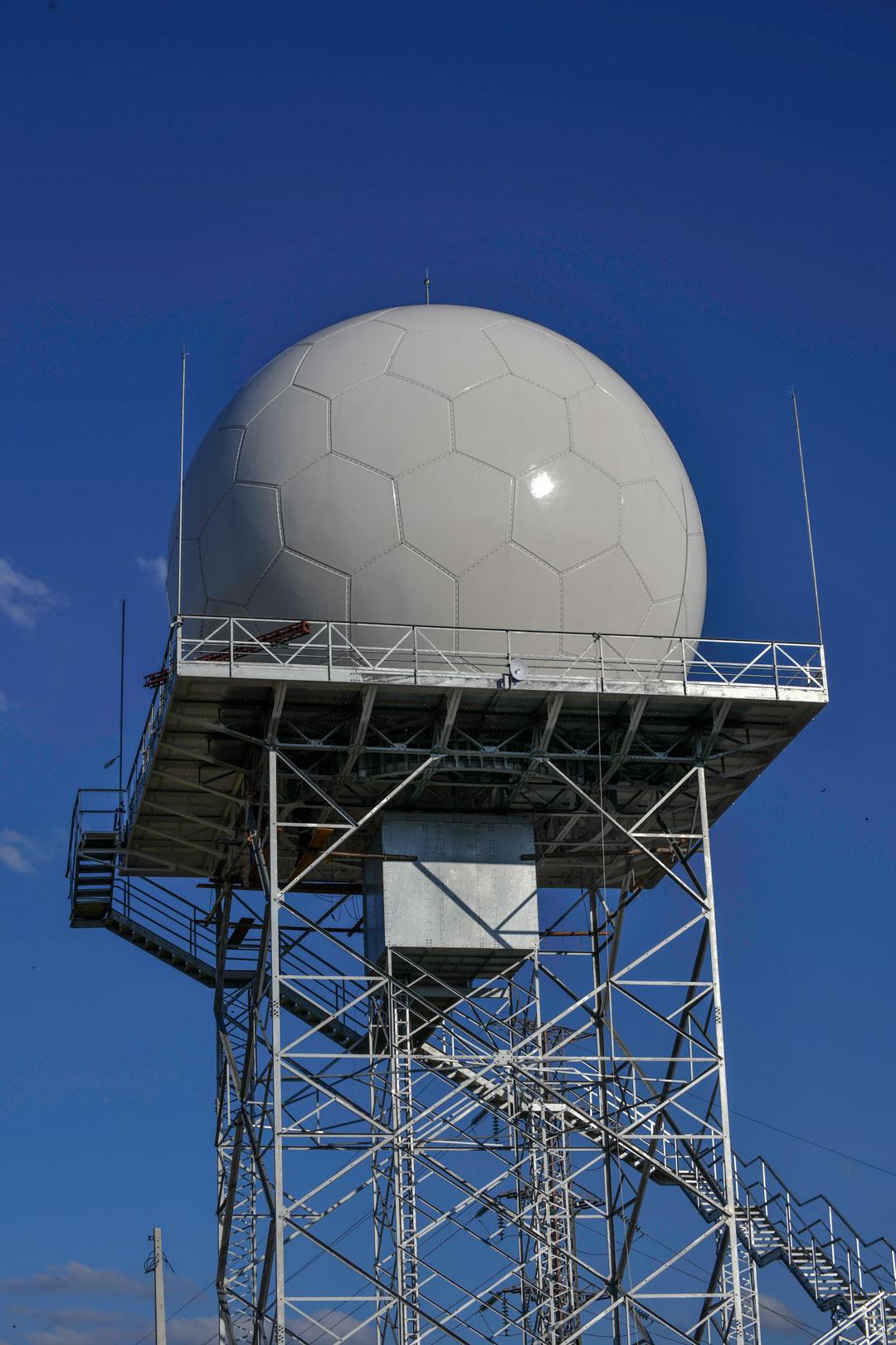 O radar meteorológico RMT 0200 está instalado em uma área  do Cemaden, ao lado do Parque Tecnológico de São José - Foto: Lucas Lacaz Ruiz/Rossi Comunicação