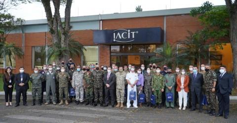 IACIT recebe comitiva de mais de 30 adidos militares para conhecer a tecnologia brasileira no setor de Defesa e Segurança
