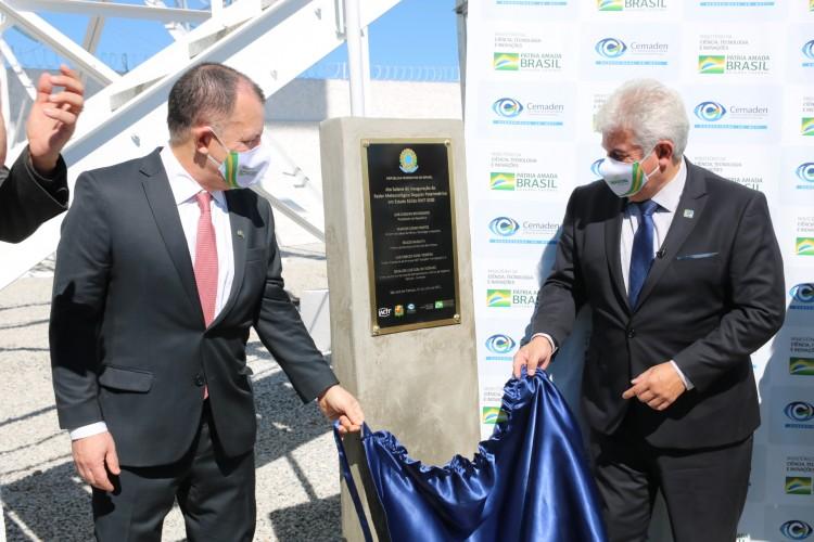 O Ministro Marcos Pontes e Luiz Teixeira, da IACIT